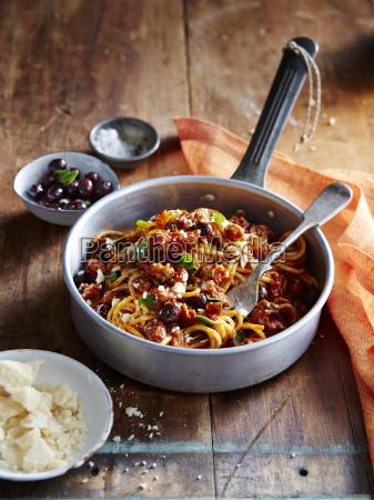 spaghetti with italian sausage and ligurian