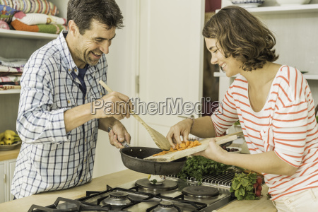 couple preparing to cook fresh vegetables