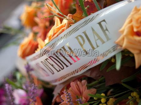 a memorial to edith piaf at