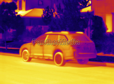 thermogram of parked car in summer