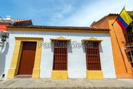 white colonial architecture in cartagena