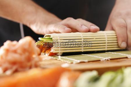 mata bambusowa przygotowywanie sushi jak przygotowac