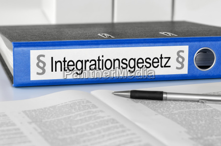 file folder with the inscription integrationsgesetz