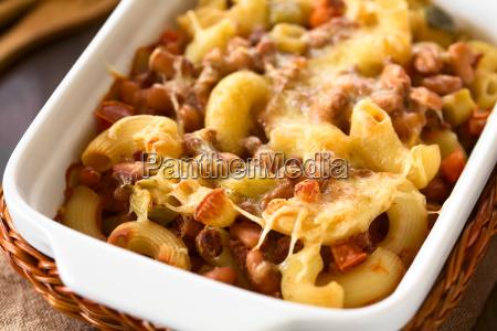 chili con carne and pasta casserole
