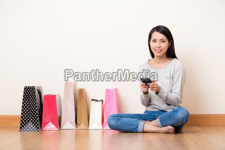 woman using the cellphone for shopping