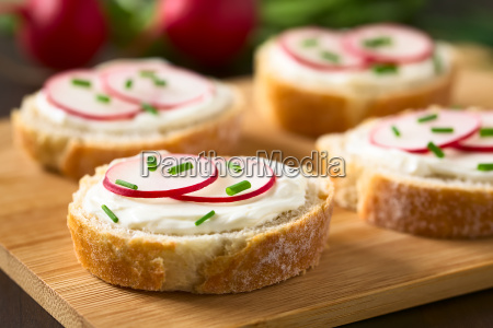bread with cream cheese radish and