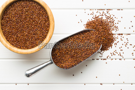 red quinoa seeds