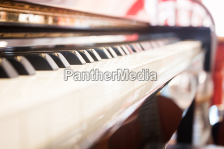 piano keyboard with selective focus