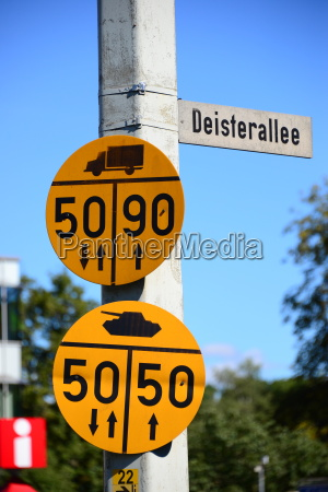 road signs in hameln lower