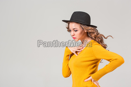 the, profile, of, girl, in, hat - 20098736