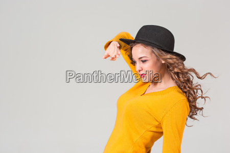 the, profile, of, girl, in, hat - 20098828