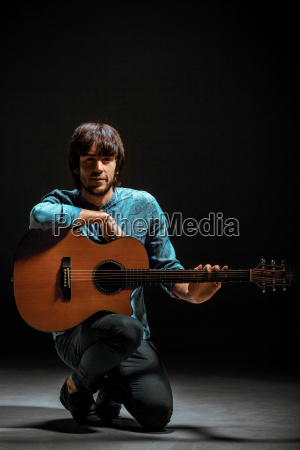 cool, guy, standing, with, guitar, on - 20103080
