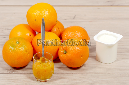 brunch of oranges and marmelade