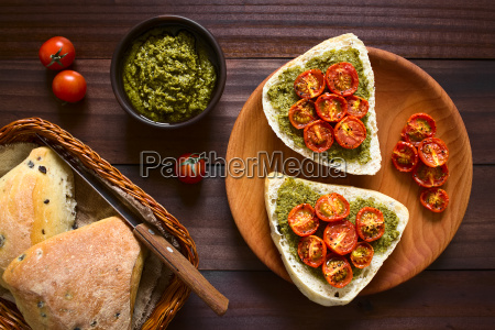 bread, roll, with, pesto, and, roasted - 20114058