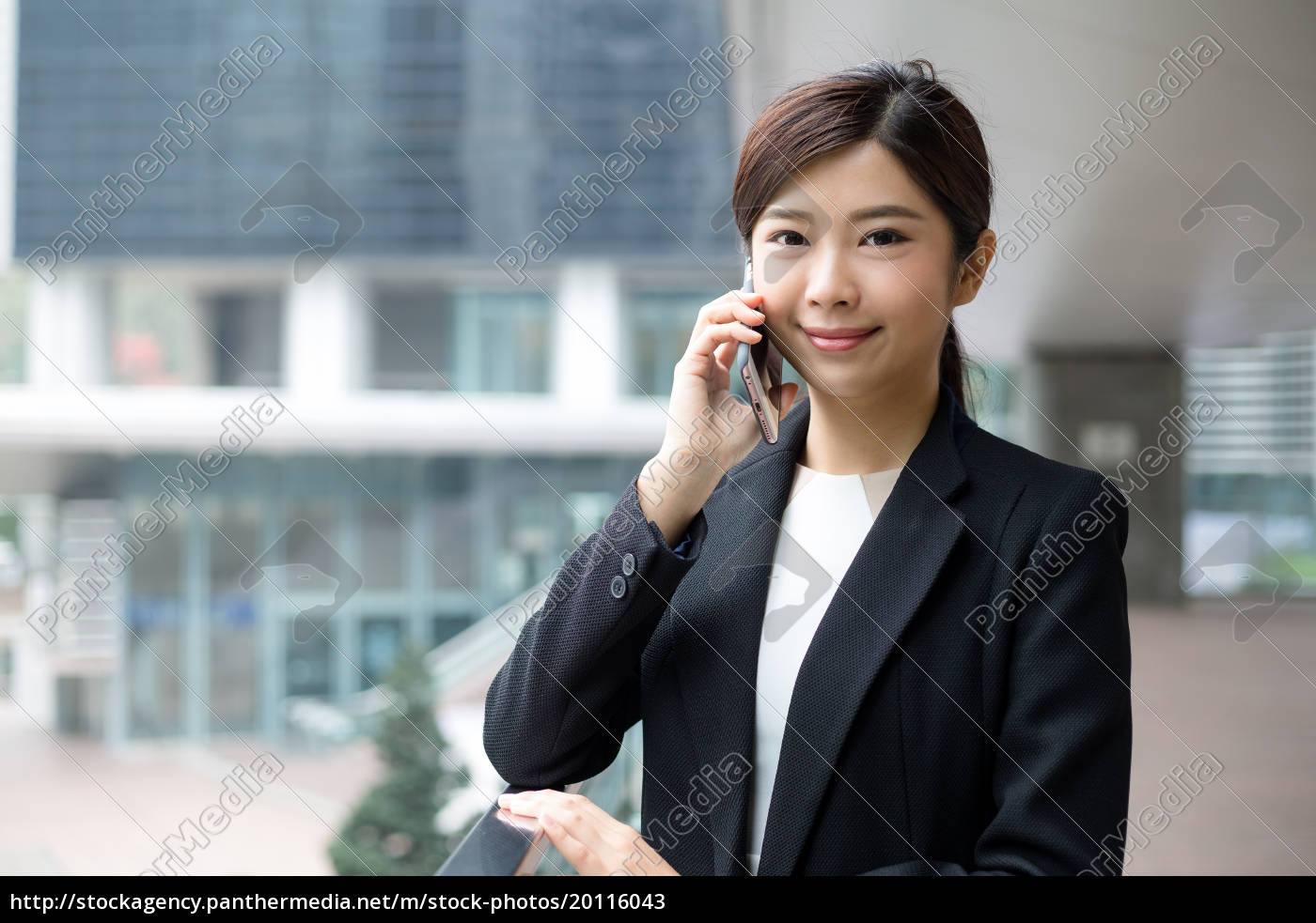 asian, business, woman, talk, to, mobile - 20116043
