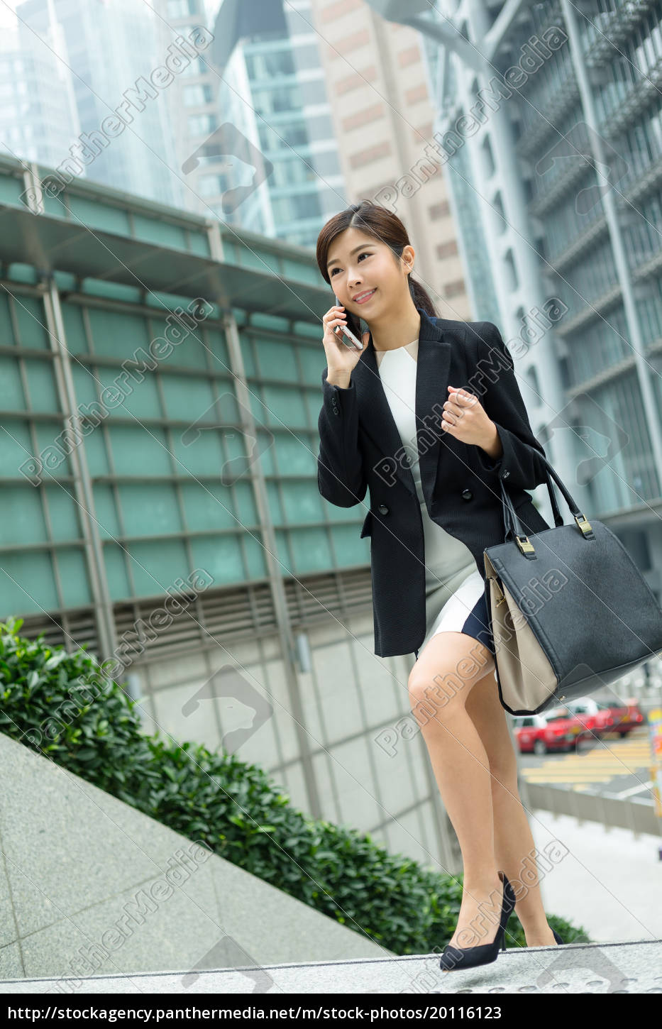 business, woman, talk, to, mobile, phone - 20116123