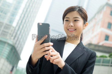 business, woman, use, of, mobile, phone - 20116233