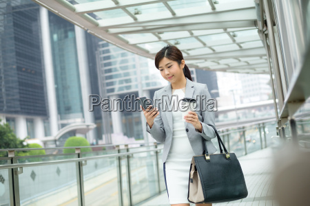 business, woman, walking, with, cell, phone - 20116045