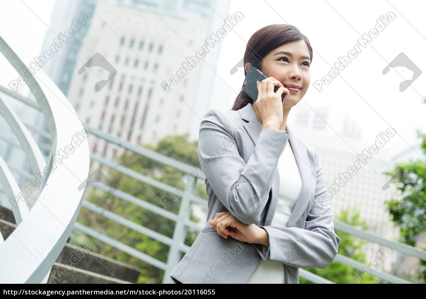businesswoman, to, cellphone - 20116055