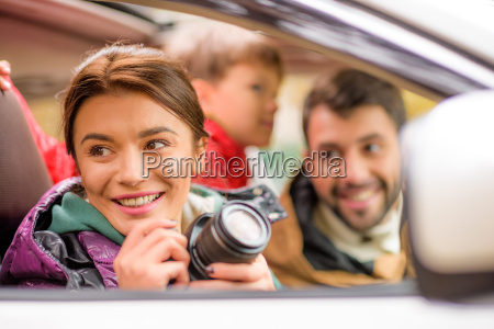happy, family, travelling, by, car - 20116399