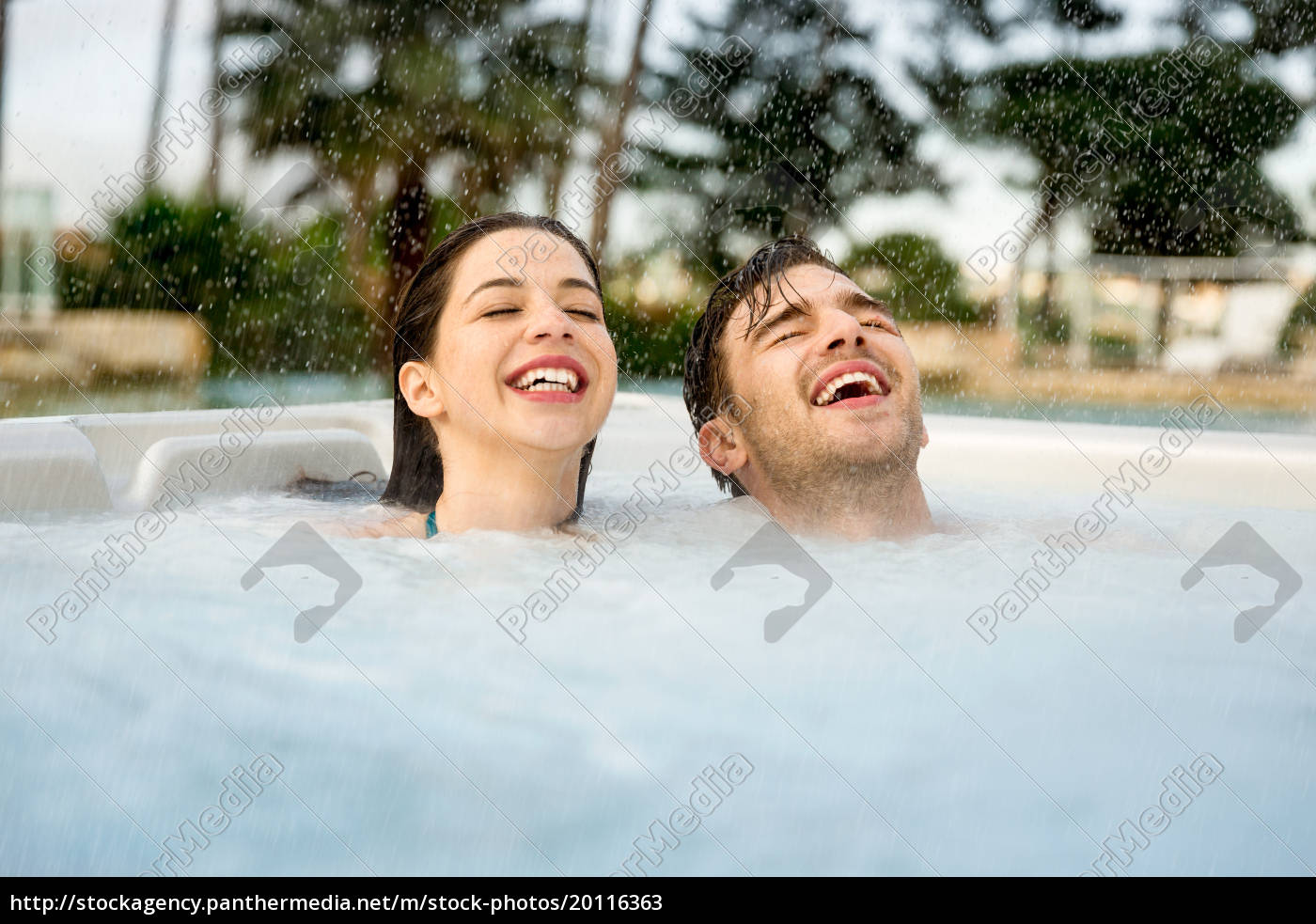 having, fun, in, jacuzzi - 20116363
