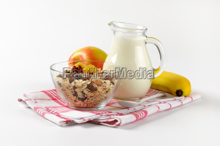 oat, flakes, with, milk, and, fruit - 20116803
