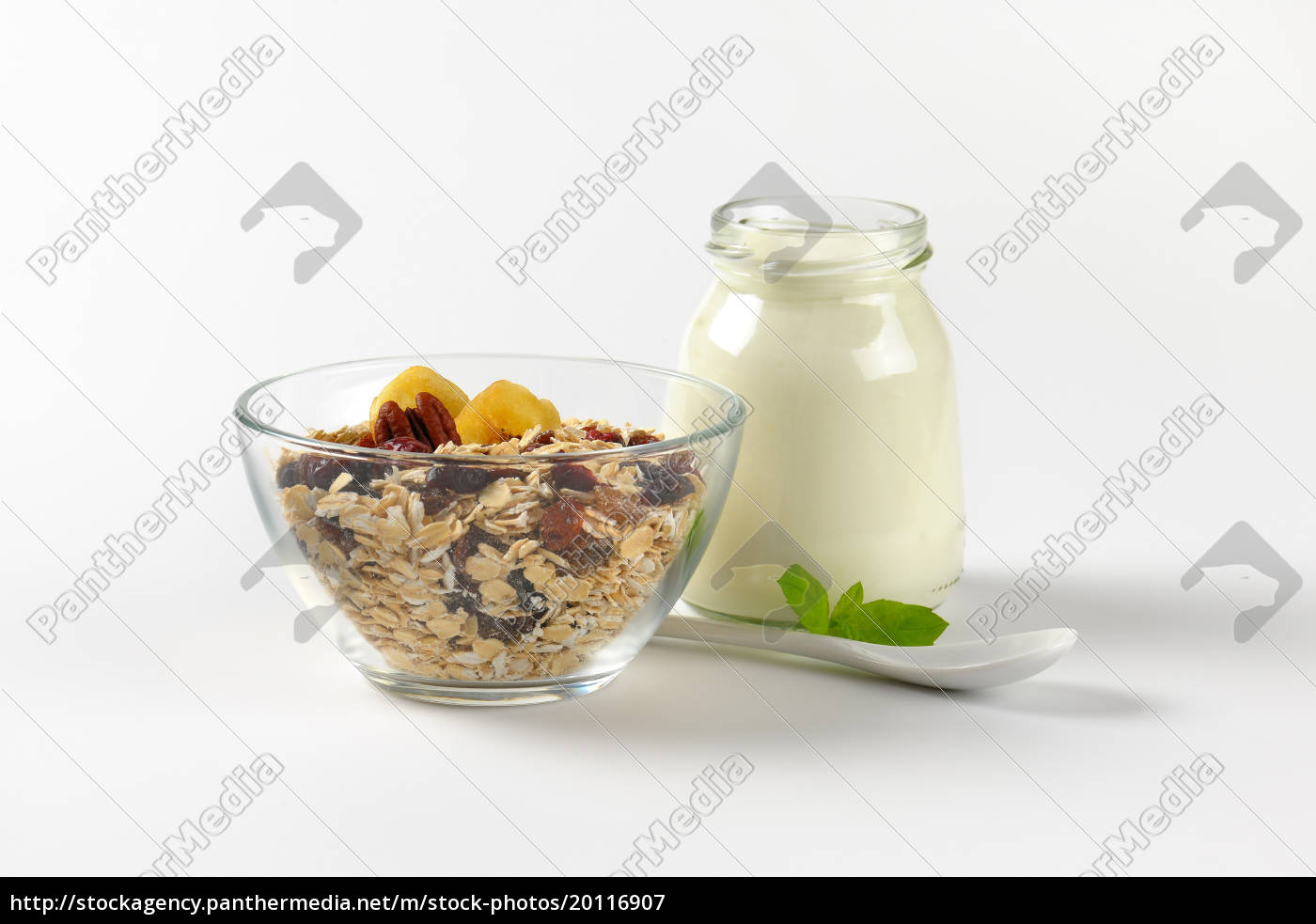 oat, flakes, with, raisins, and, white - 20116907