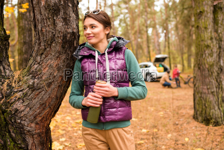 smiling, woman, with, thermos, in, autumn - 20116415