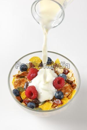 milk, pouring, into, breakfast, cereals - 20117189