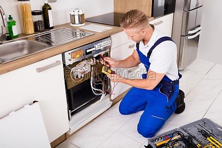 repairman, checking, dishwasher - 20117751