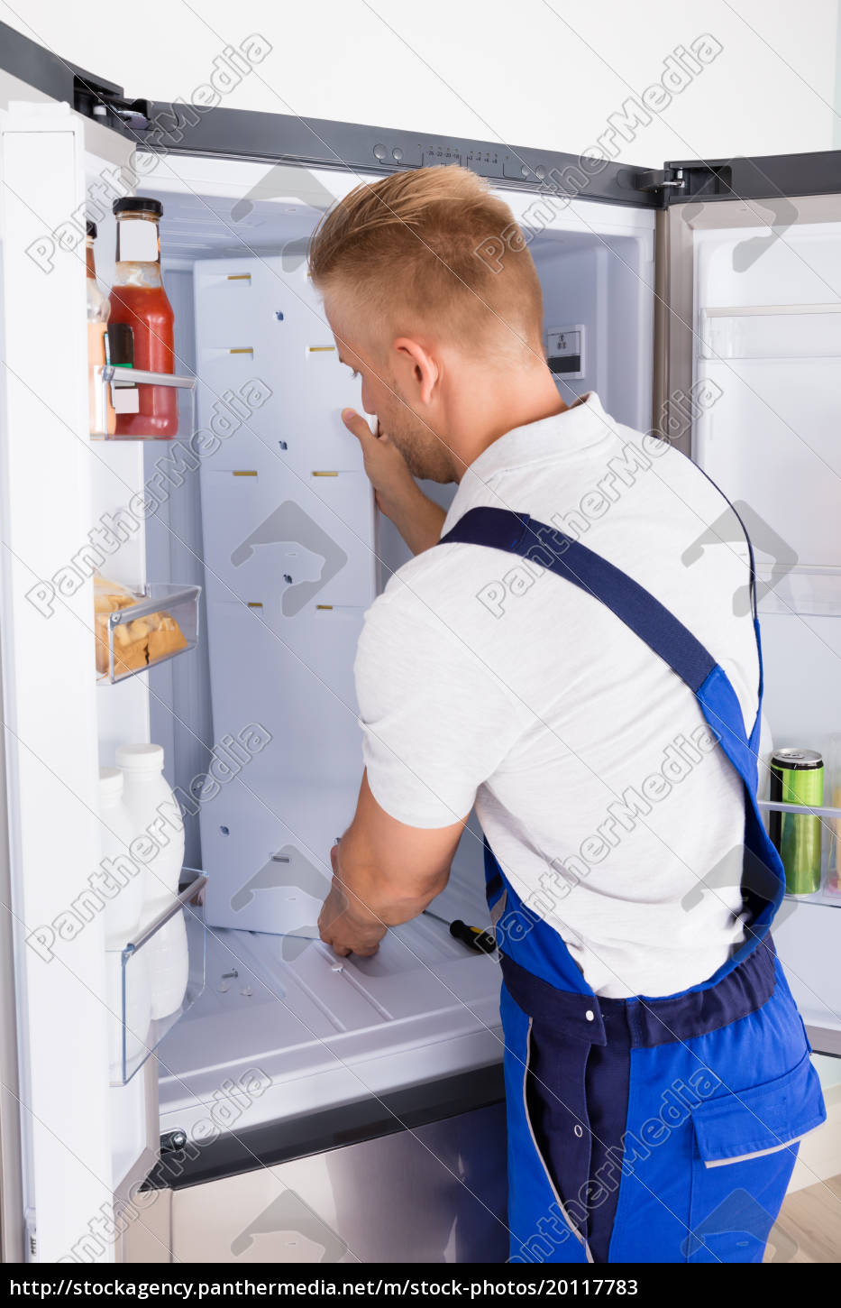 repairman, fixing, refrigerator - 20117783