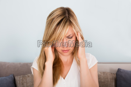 woman, suffering, from, headache, at, home - 20117887