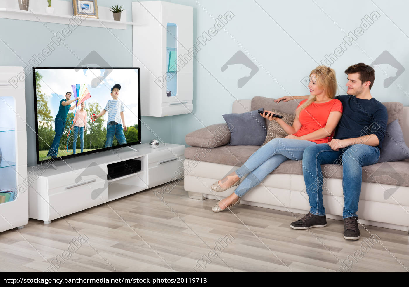 couple, watching, movie, on, television, at - 20119713