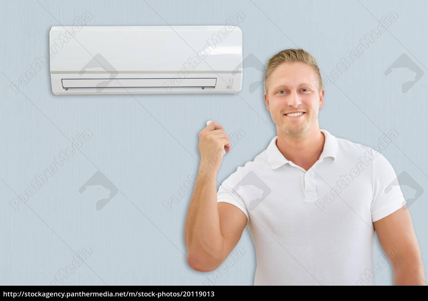 man, with, air, conditioner, remote, control - 20119013