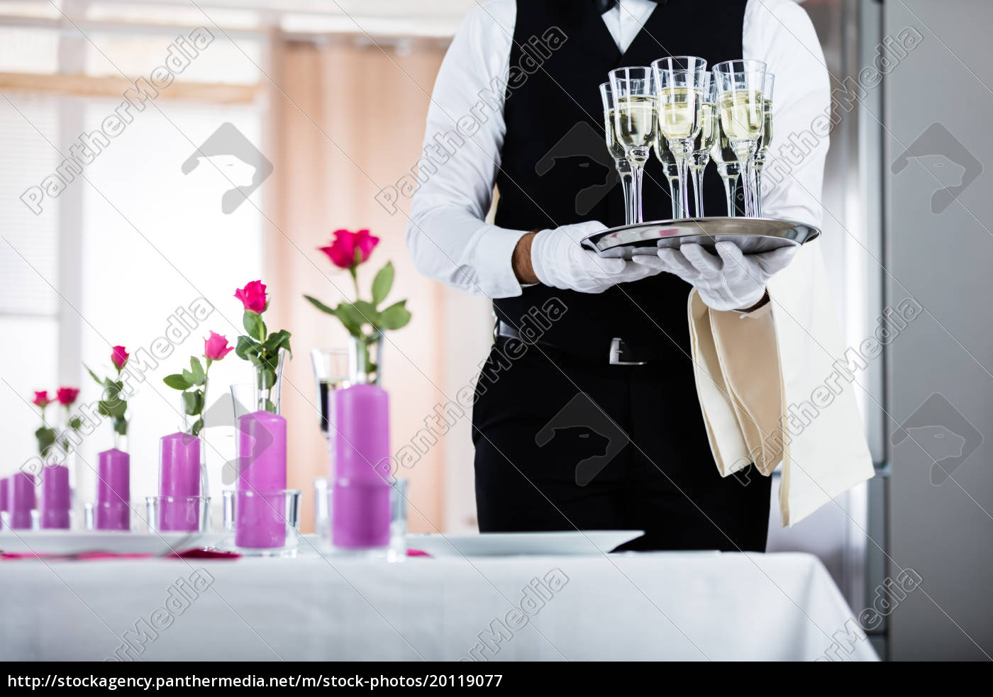 waiter, standing, with, champagne, glasses - 20119077