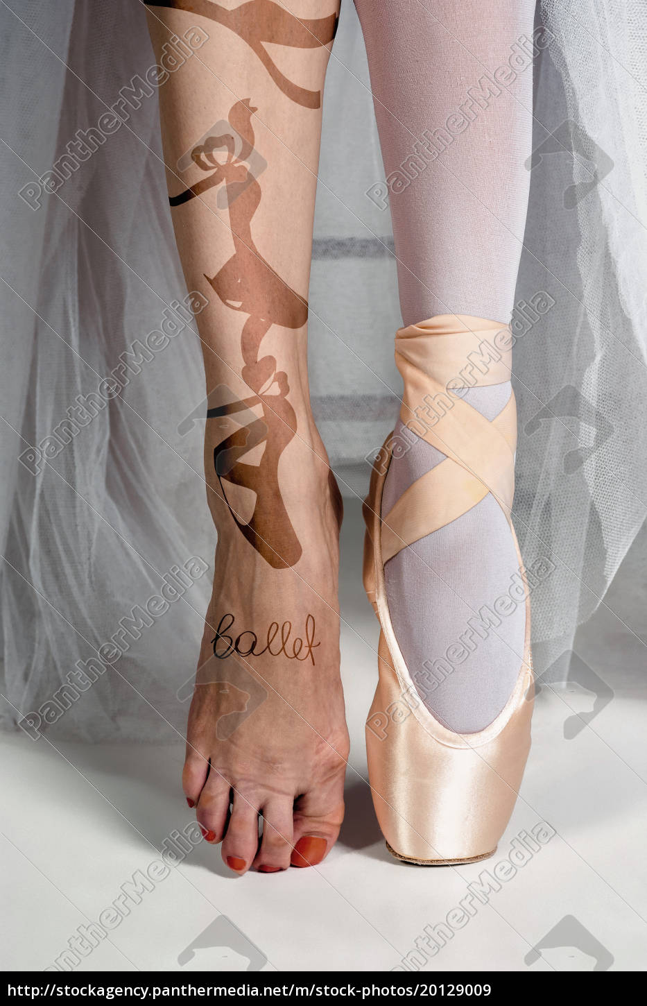 the, close-up, feet, of, young, ballerina - 20129009