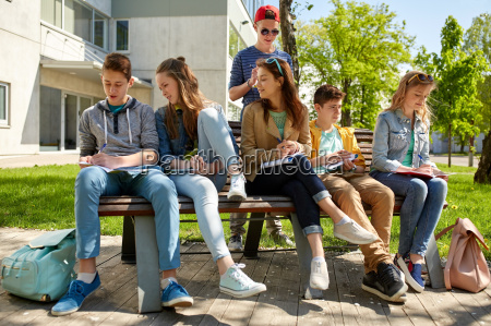 group, of, students, with, notebooks, at - 20150827