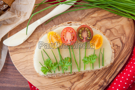 cheese, bread, with, fresh, tomatoes - 20152809