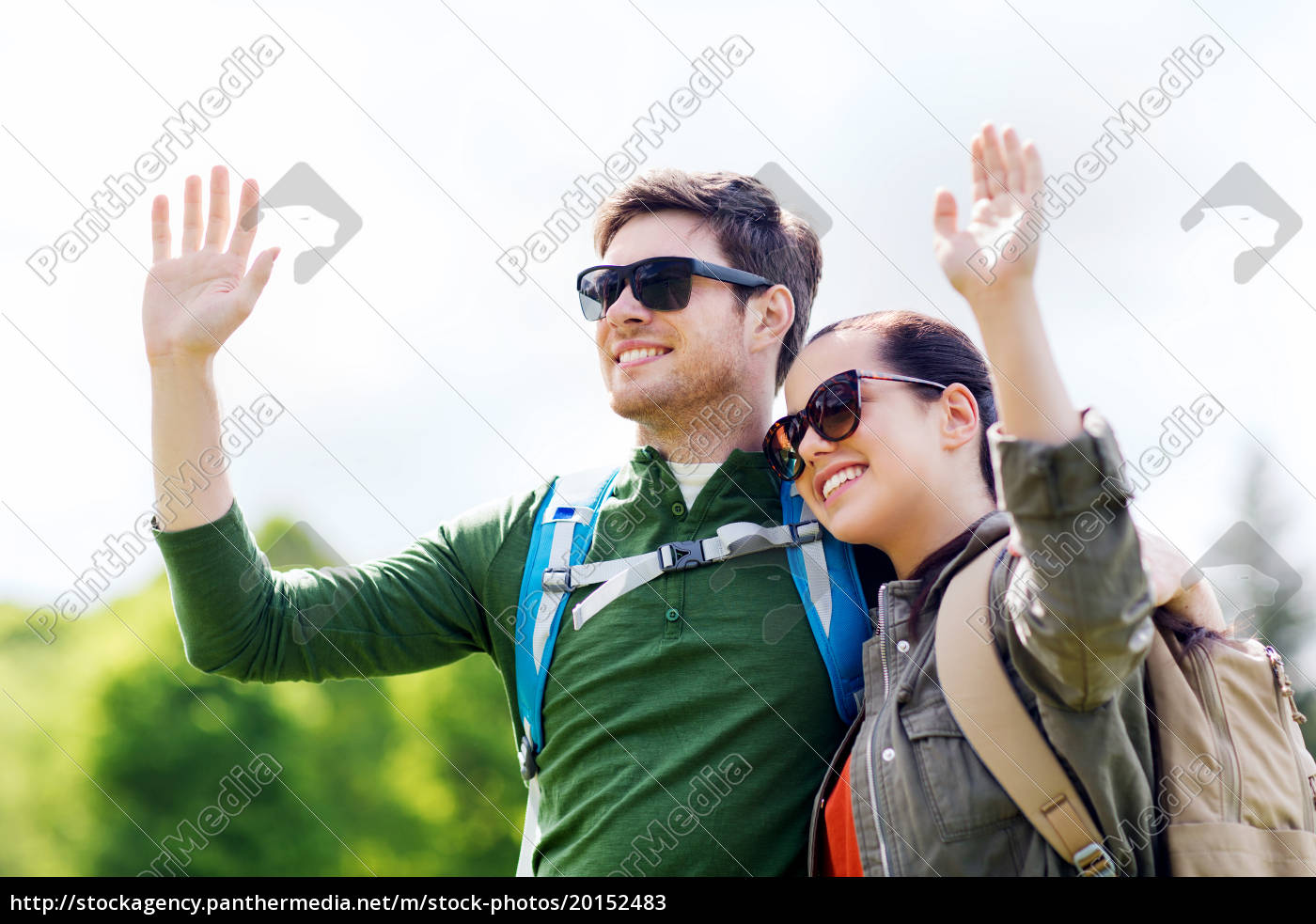 happy, couple, with, backpacks, hiking, outdoors - 20152483