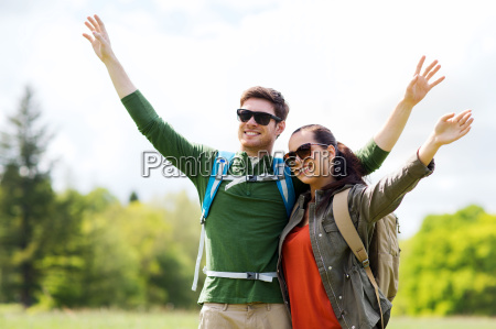 happy, couple, with, backpacks, hiking, outdoors - 20153923