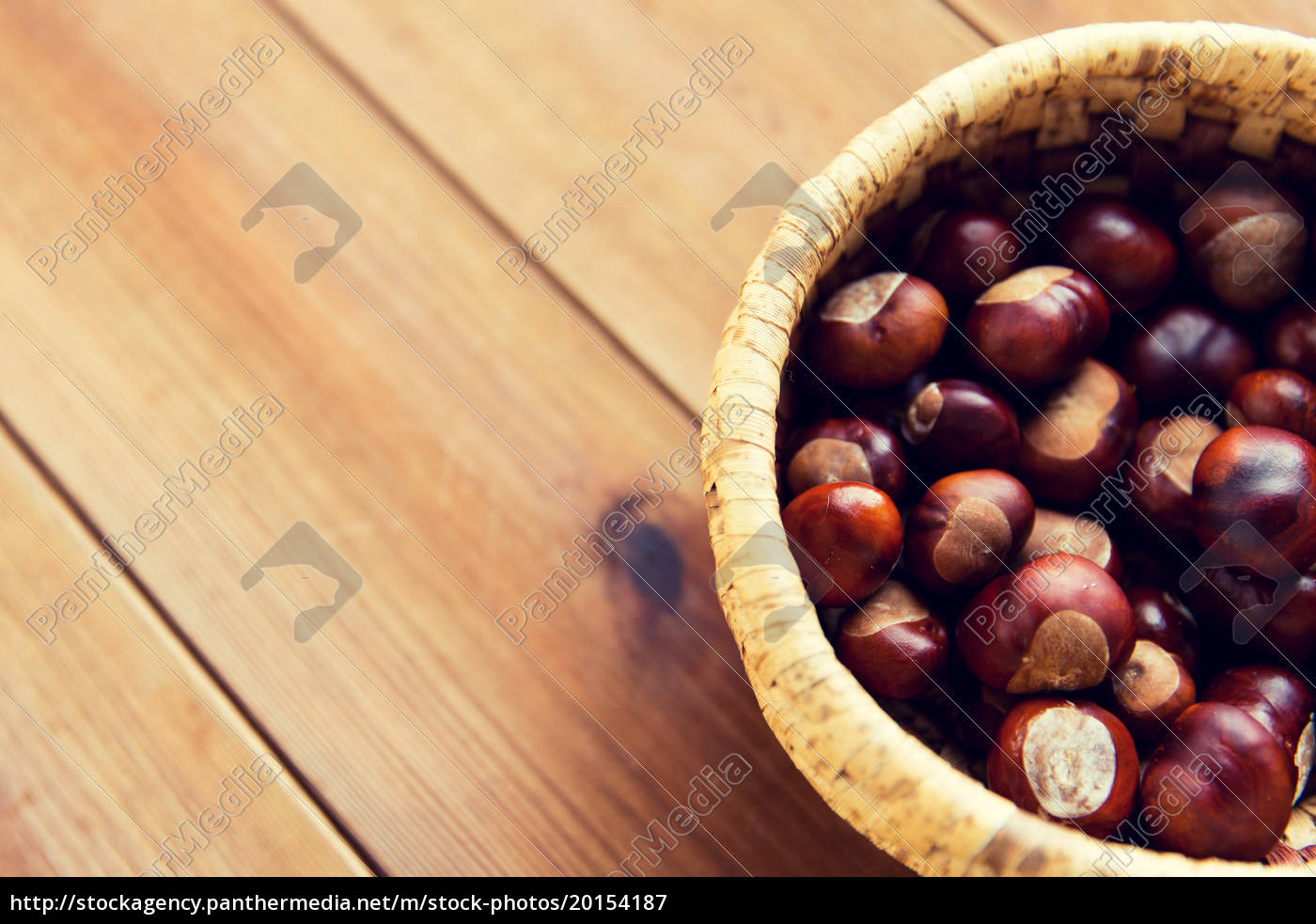 close, up, of, chestnuts, in, basket - 20154187
