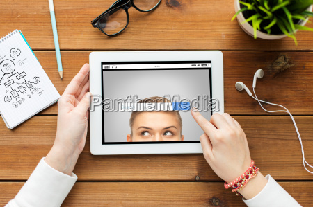 close, up, of, woman, with, tablet - 20154025