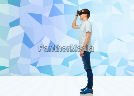 happy, man, in, virtual, reality, headset - 20154535