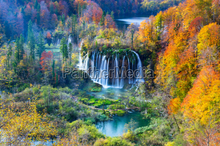 autum colors and waterfalls of plitvice