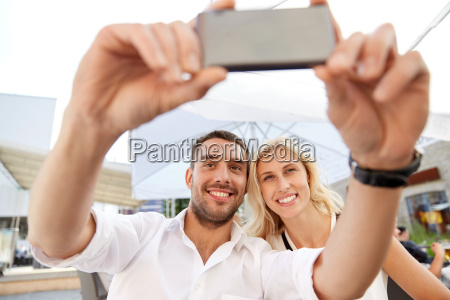 couple, taking, selfie, with, smatphone, at - 20169447