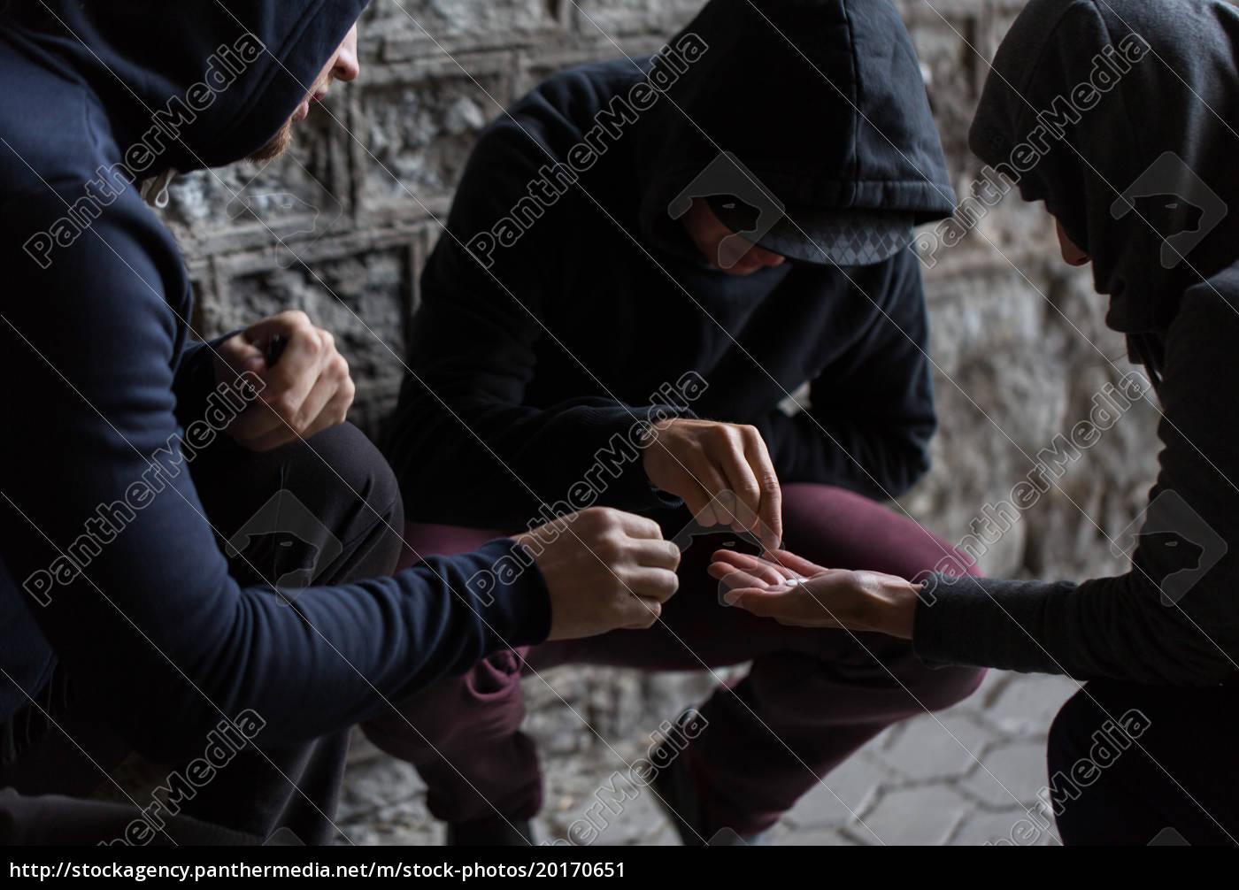 close, up, of, addicts, using, drug - 20170651