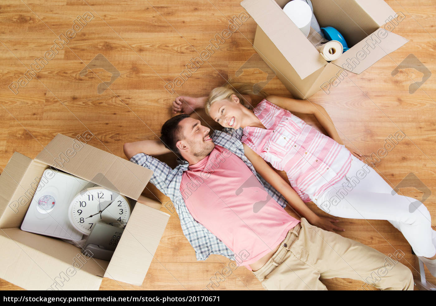 couple, with, big, cardboard, boxes, moving - 20170671