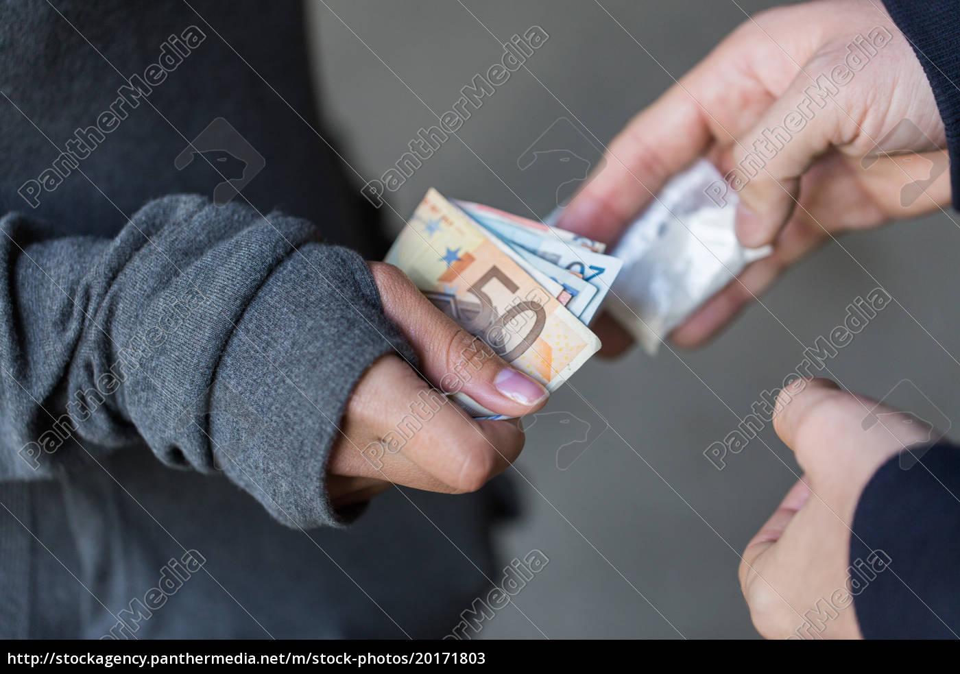 close, up, of, addict, buying, dose - 20171803