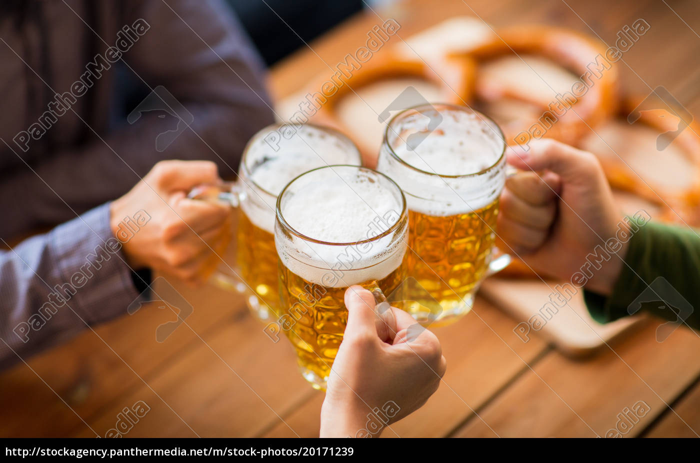 close, up, of, hands, with, beer - 20171239
