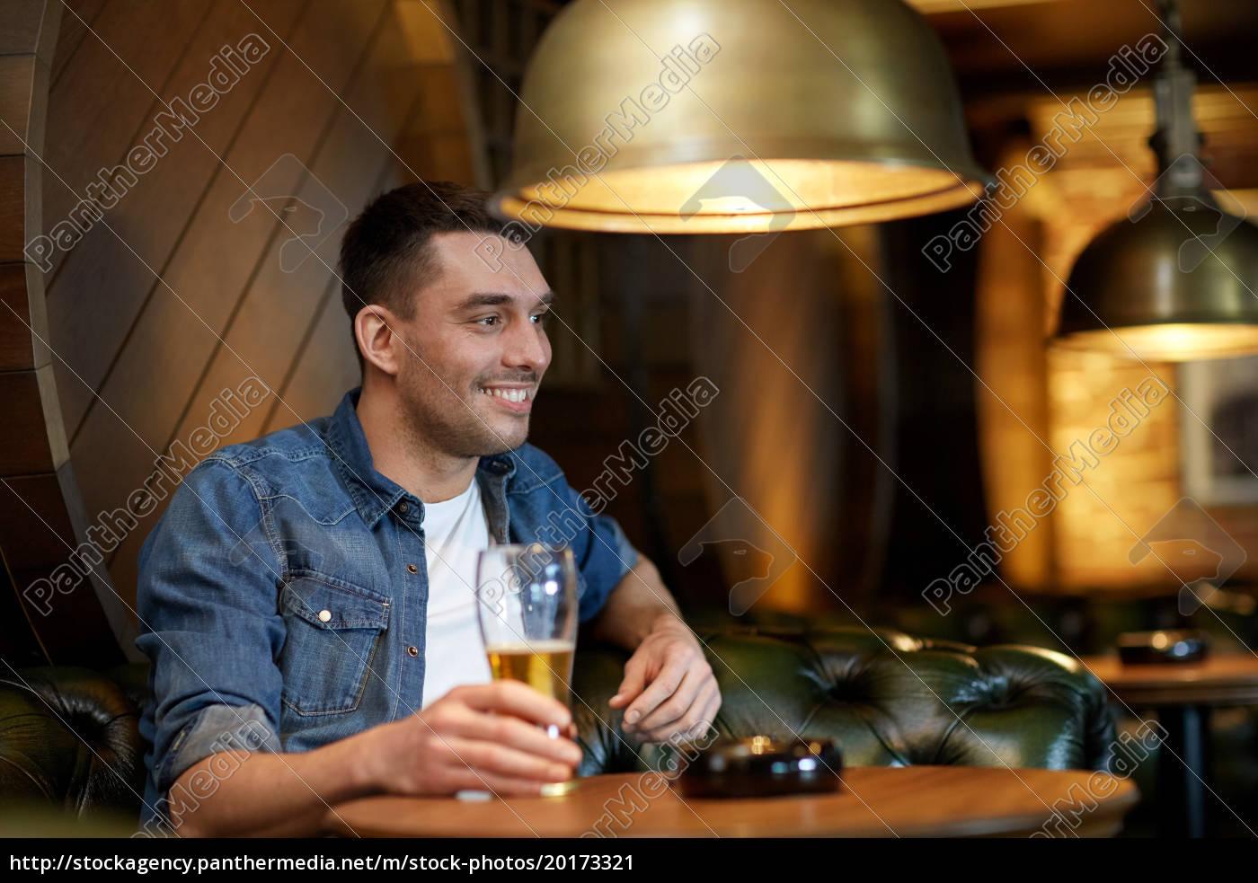 happy, man, drinking, draft, beer, at - 20173321